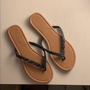 gold toe flip flops